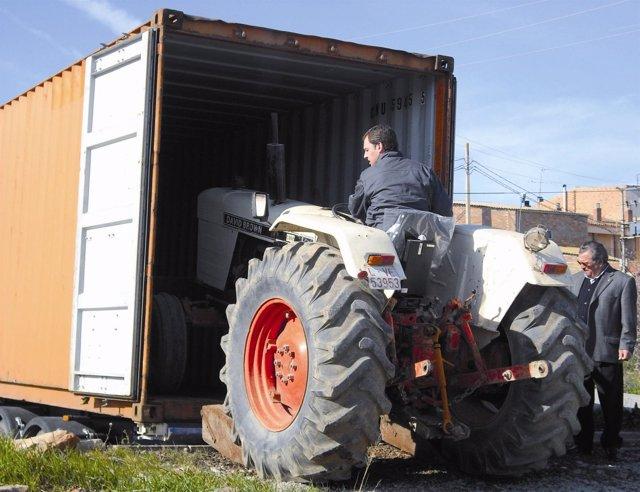 El Banc de Recursos envía un tractor a Bolivia