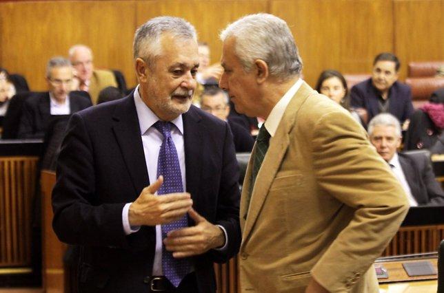 Griñán Y Arenas Conversan En El Pleno Del Parlamento Andaluz