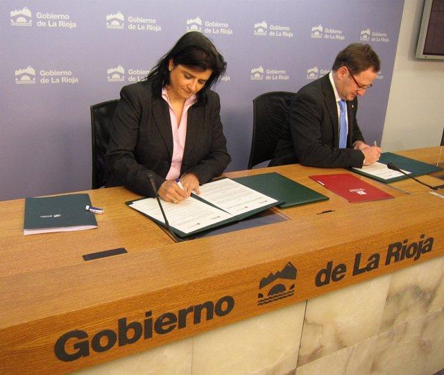Martínez De Pisón Y Arruga Firman Convenio Entre Gobierno Y UR