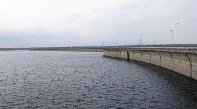 Embalse de La Almendra (Salamanca), en el río Tormes.