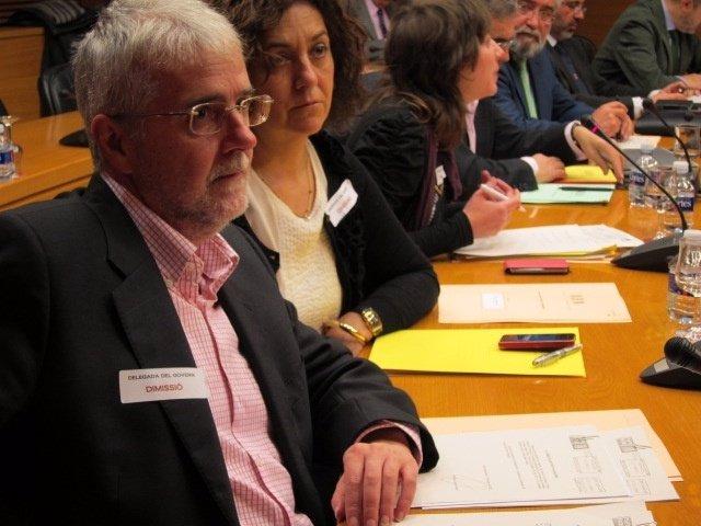 Diputados De La Oposición Llevan Pegatinas De Petición De Dimisión De Delegada
