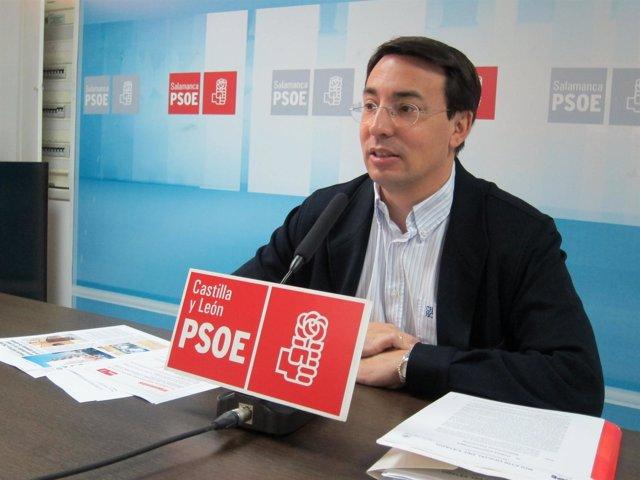 Fernando Pablos En La Sede Del PSOE De Salamanca.