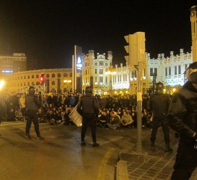 Concentración De Estudiantes A Última Hora Del Lunes Frente Al Lluís Vives