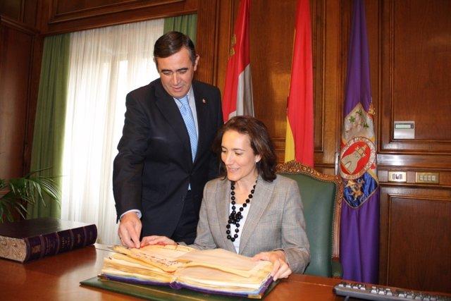 García Cirac Firma En El Libro De La Diputación