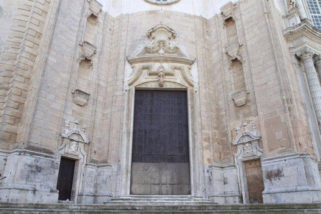 Fachada De La Catedral De Cádiz Tras Su Limpieza