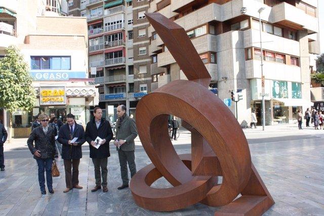 La Escultura De Jean Claude Farhi En La Avenida De La Libertad