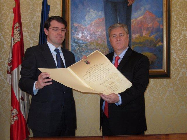 Charlie Retta Recibe El Título De Huésped Distinguido De La Ciudad De Salamanca
