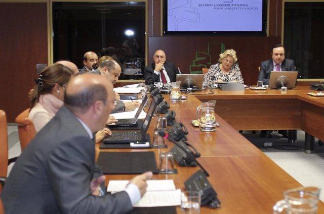 Ares Comparece En Comisión Parlamentaria