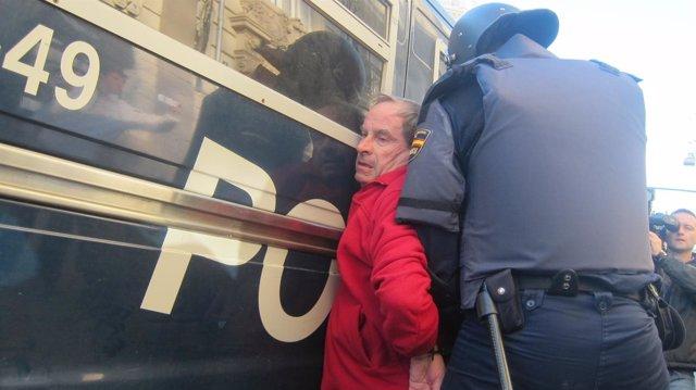 La Policía Detiene A Un Hombre En La Protesta Estudiantil De Valencia