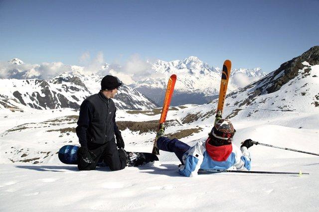 Esquiadores En La Montaña
