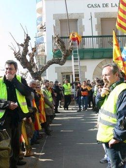 Retirada De La Bandera Española En Sant Pol De Mar