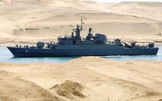 Dos buques iraníes cruzan el canal de Suez