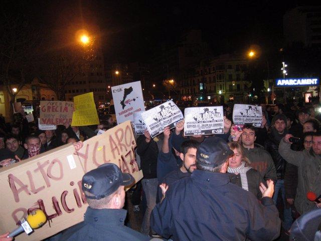Manifestantes Contra La Policía
