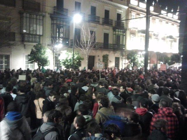Concentración Estudiantil Ante La Sede Del PP Andaluz.
