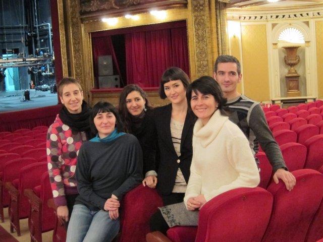 Miembros De Fueradeleje Y Marta Coronado En El Teatro Gayarre.