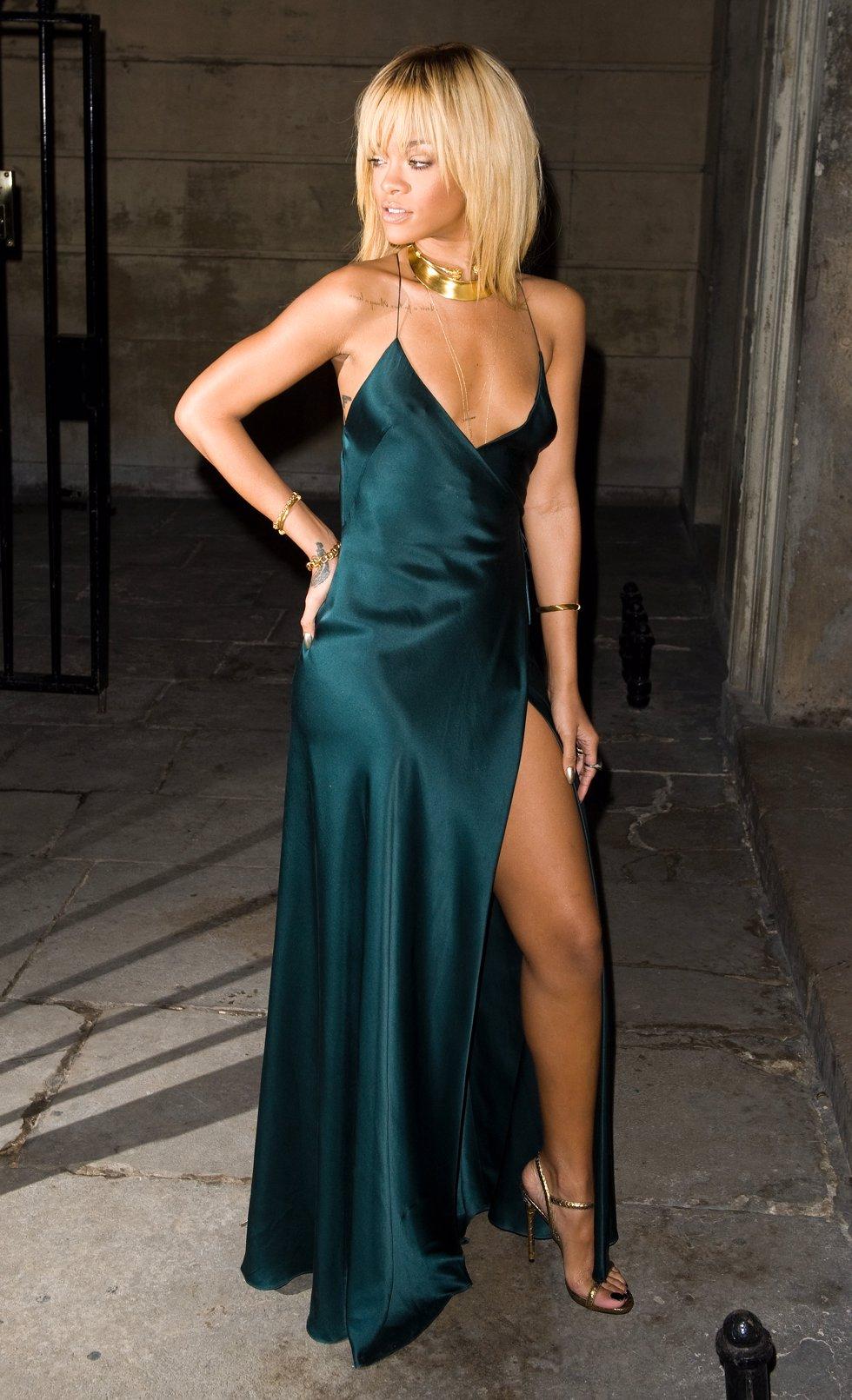 Rihanna luciendo un Armani