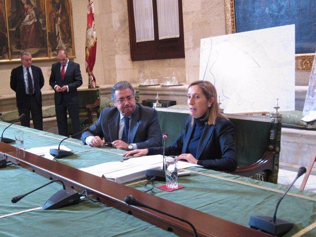 El Alcalde De Sevilla, Juan Ignacio Zoido, Y La Ministra De Fomento, Ana Pastor