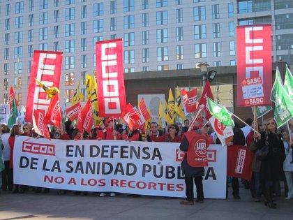 Cantabria.- Decenas de profesionales sanitarios se manifiestan contra los recortes en Sanidad
