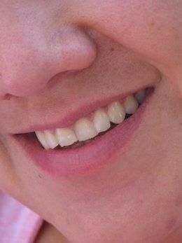 Imagen de una sonrisa enseñando los dientes