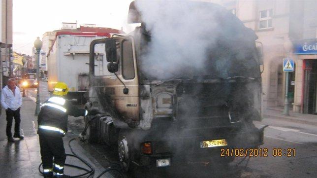 Incendio De Un Camión En Ordes (A Coruña)