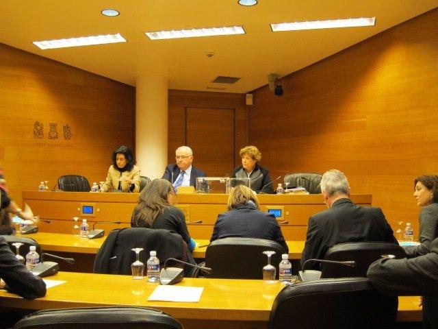 Foto De La  Mesa La Comisión De Emarsa Previa A Su Constitución.
