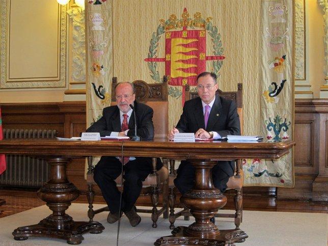 Javier León De La Riva Y Alfredo Blanco Presentan El Plan De Racionalización