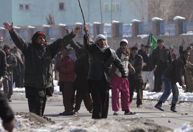 Manifestación En Afganistán Contra La OTAN Por La Quema Del Corán