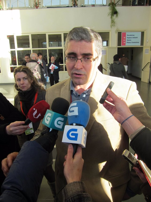 Carlos Aymerich En Declaraciones A Los Medios En La Asamblea Del BNG