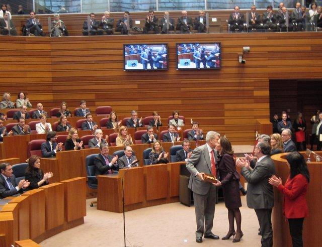 Posada Recoge La Medalla De Oro De Las Cortes De Cyl