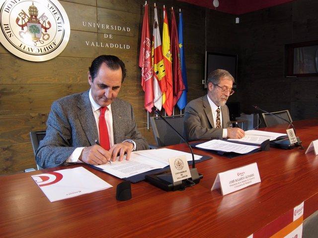 José Rolando Álvarez (Izquierda) Y Marcos Sacristán (Derecha) Firman Un Convenio