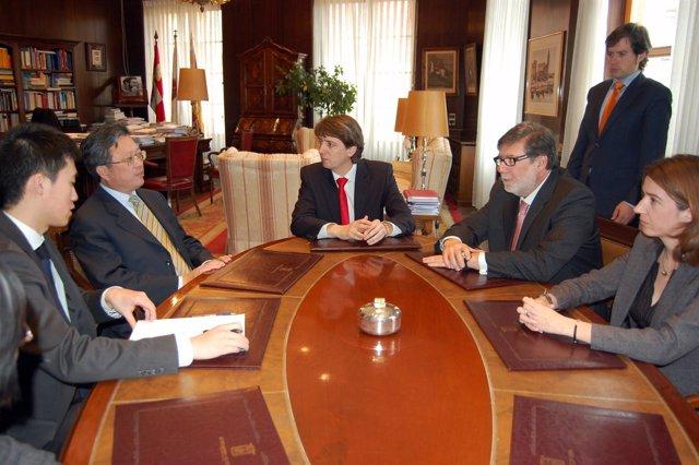 El Alcalde De Soria Con El Embajador Chino