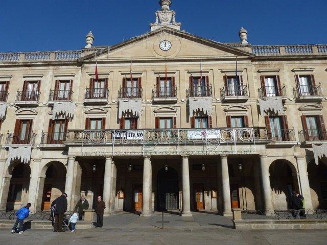 Fachada Del Ayuntamiento De Vitoria.