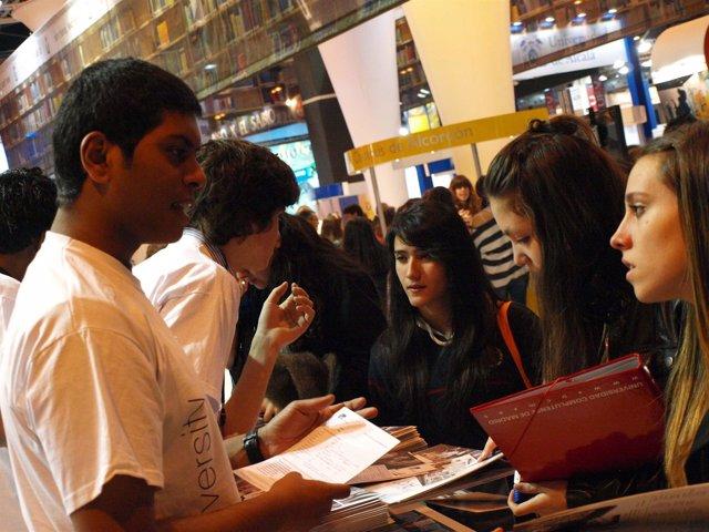 Alumnos De IE University Participan En AULA.