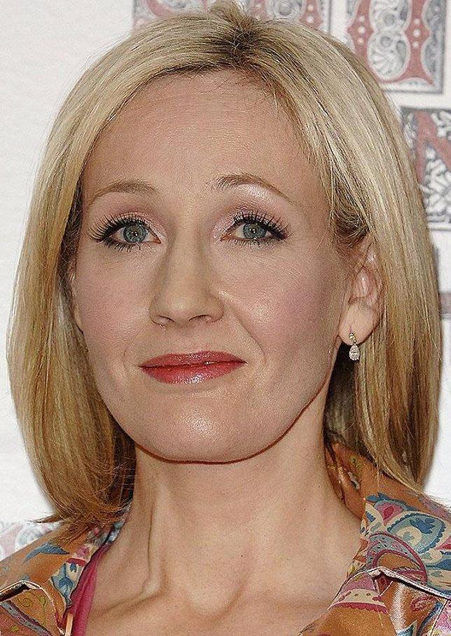 J.k. Rowling, posando