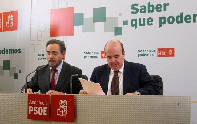 Felipe López Y Gaspar Zarrías En La Rueda De Prensa.