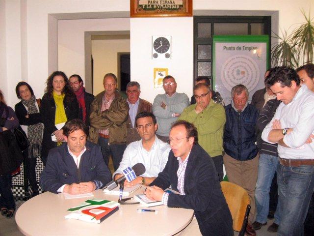 Los Portavoces De La Oposición En Una Rueda De Prensa.