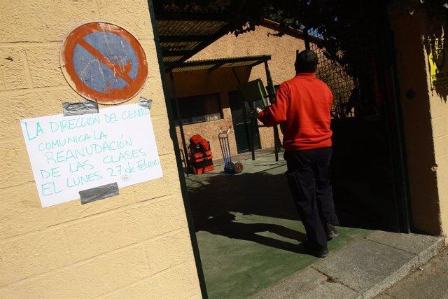 Imagen Del Colegio Embargado Santa Illa