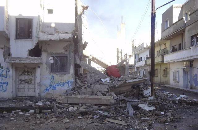 Edificio Destruido Tras Bombardeos Del Ejército Sirio