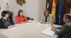 """Cospedal comunica a FAPE que """"en dos meses"""" estará aprobado el Colegio de Periodistas de C-LM"""