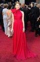 Emma Stone posando sobre la alfombra roja de los O
