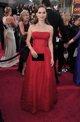 Natalie Portman posando sobre la alfombra roja de