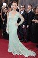 Berenice Bejo posando sobre la alfombra roja de lo