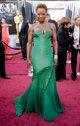 Viola Davis posando sobre la alfombra roja de los