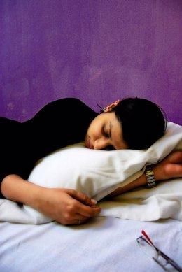 Mujer durmiendo, dormir siesta