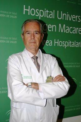 En La Imagen, El Director De La Unidad De Nefrología Del Hospital Macarena