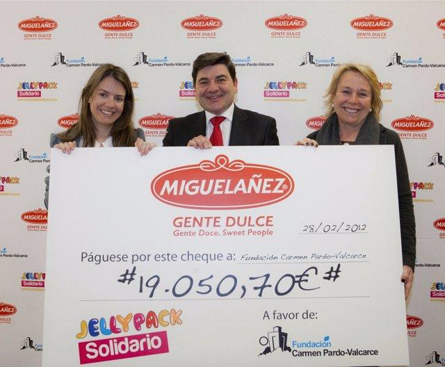 Migueláñez Entrega Cheque De La II Campaña Sonrisas Dulces A Fundación Carmen Pa
