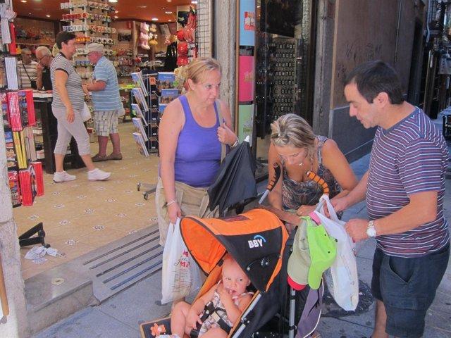 Turistas Españoles En Granada