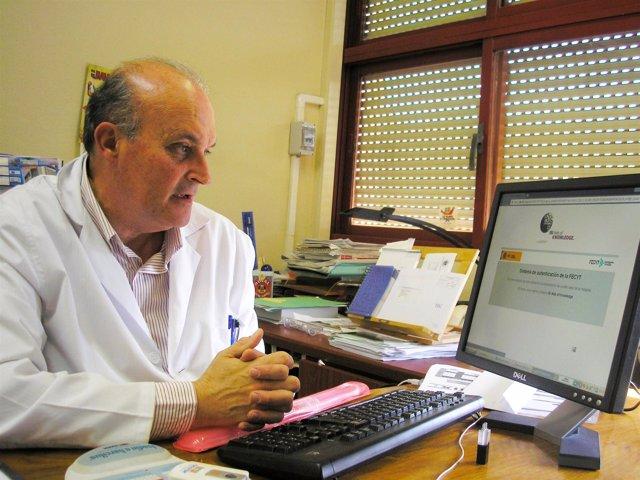 Ángel Delgado, Responsable Del Equipo  Que Ha Diseñado Las Nanopartículas