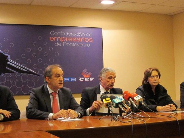 El presidente de la CEP (centro) con el popular Chema Figueroa (izqda)