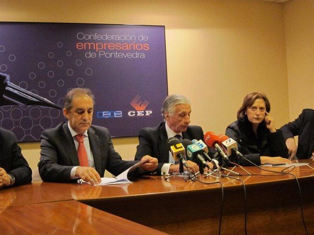 El presidente de la CEP, José Manuel Fernández Alvariño (centro).